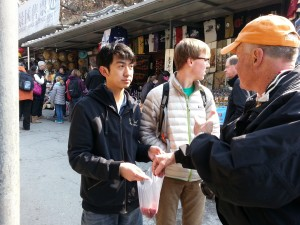 Students bargaining at the silk and pearl markets.